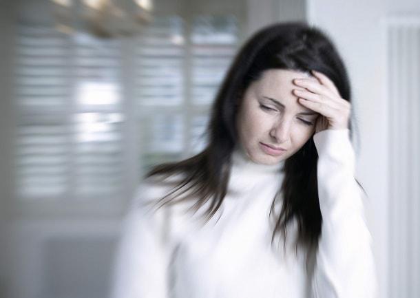 Головокружение и слабость - Иногда бросает в пот: кружится голова причина