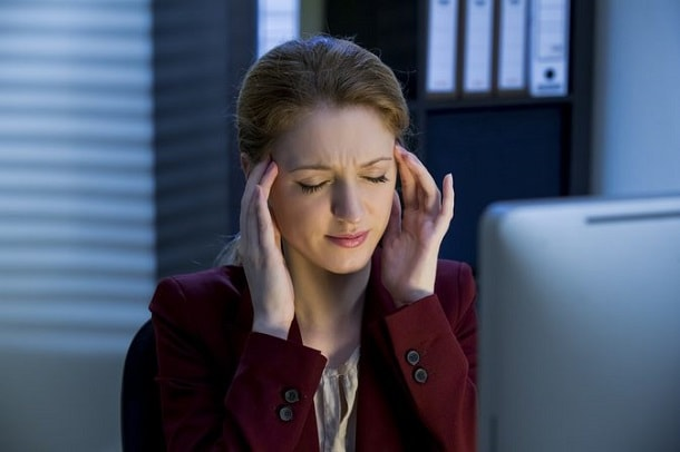 Боль между ухом и виском