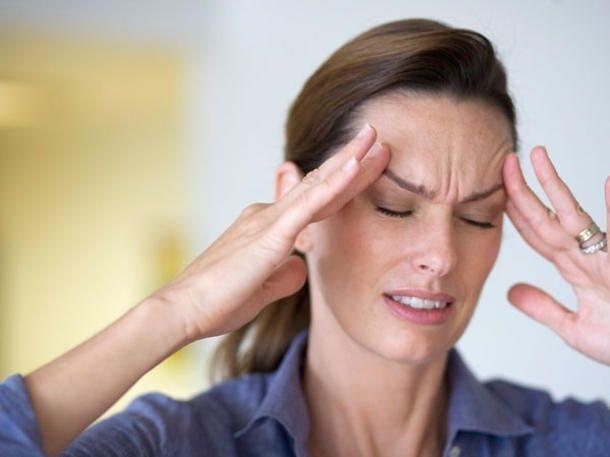 При наклоне вниз головы боль в горле