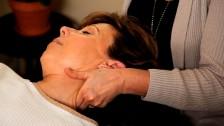 Почему болит шея с правой стороны - причины и лечение