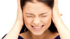 Пульсирует в висках – причины, если дергается вена