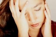Мигрень перед и во время месячных - причины и лечение